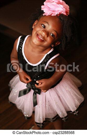 わずかしか, 黒人の少女, 微笑 - csp23288568