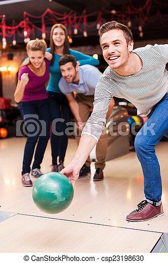 ボール, 男性, 準備ができた, win., 彼, 人々, 元気づけること, 投げる, 若い, ボウリング, ハンサム, 3, 間 - csp23198630
