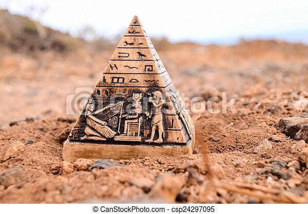 ミニチュア, モデル, ピラミッド, エジプト人 - csp24297095