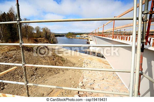交雑ブリッジ, 建設, 川, 下に - csp19419431