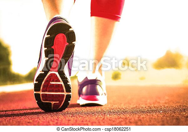 動くこと, 終わり, 使用, 靴, の上 - csp18062251