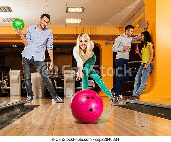女の子, ボール, 投げるクラブ, ボウリング, 微笑, ブロンド - csp22846884