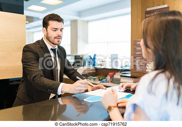 女性の指すこと, 形態, ホテル, マネージャー, 人 - csp71915762