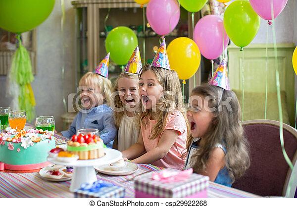 子供, 幸せ - csp29922268
