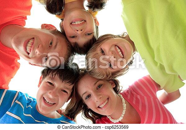 幸せな微笑すること, 子供 - csp6253569