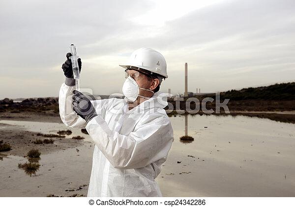 検査, 保護である, 労働者, 汚染, スーツ - csp24342286
