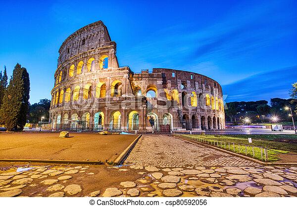 照らされた, ローマ, 夕闇, colosseum - csp80592056