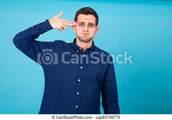 頭, 指すこと, 人, 指, 隔離された, 強調された, 若い - csp83749773