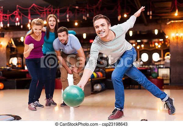 winner., ボール, 男性, 人々, 彼, 元気づけること, 投げる, 若い, ボウリング, ハンサム, 3, 間 - csp23198643